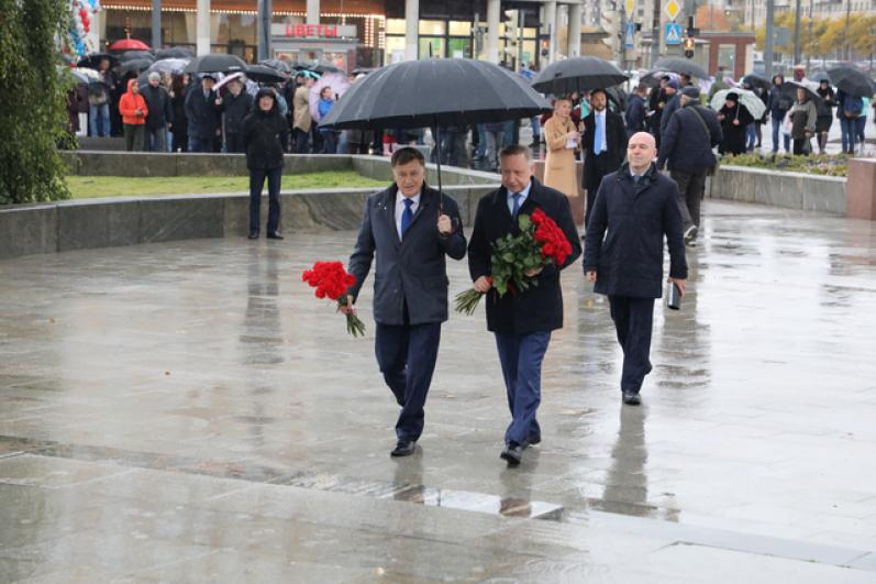 В торжественном открытии станции приняли участие глава города Александр Беглов и председатель Законодательного Собрания Вячеслав Макаров.