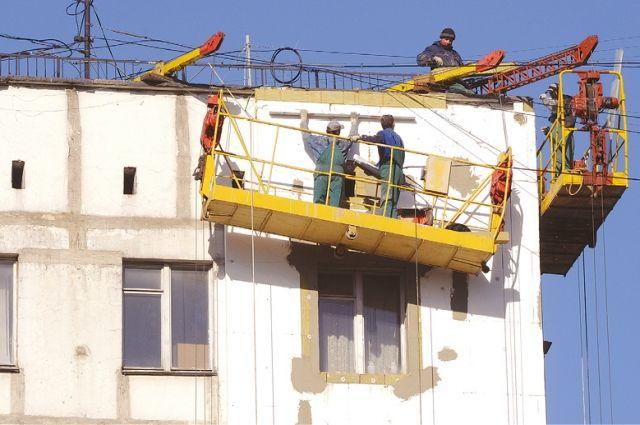 Трещину на фасаде нашли, когда начали капитальный ремонт здания.