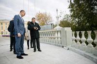 Денис Паслер проинспектировал ремонт набережной и спуска к Уралу.