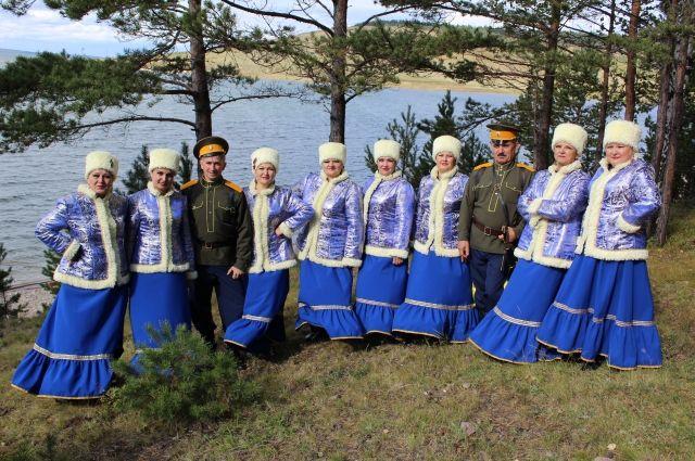 Сейчас об уровне коллектива можно судить по концертным нарядам.
