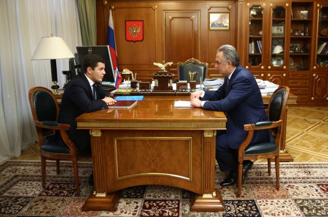 Губернатор ЯНАО обсудил с Виталием Мутко расселение аварийного фонда