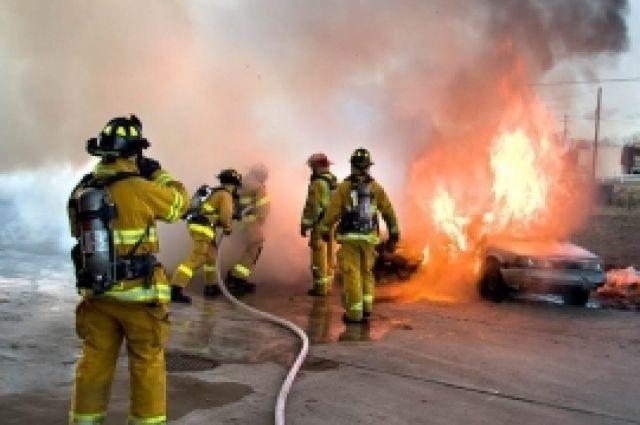 Две машины сгорели ночью в Калининграде