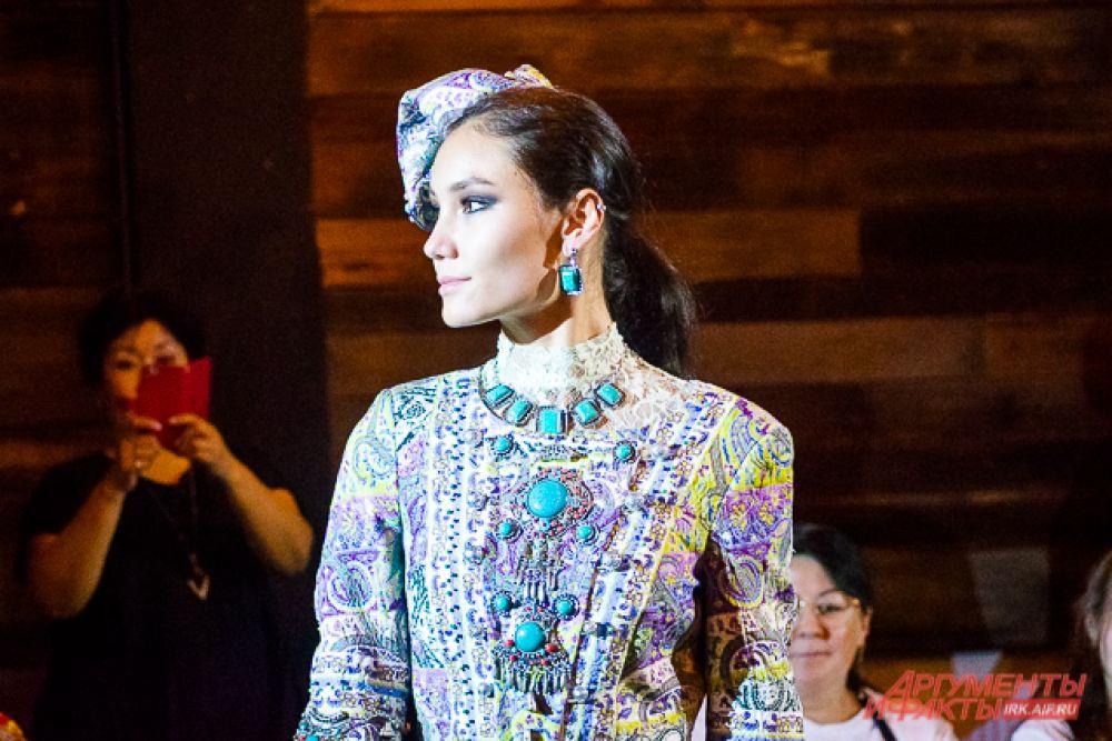 Свои наряды на нём представили этнодизайнеры из России, Узбекистана, Кыргыстана, Тывы и Монголии.