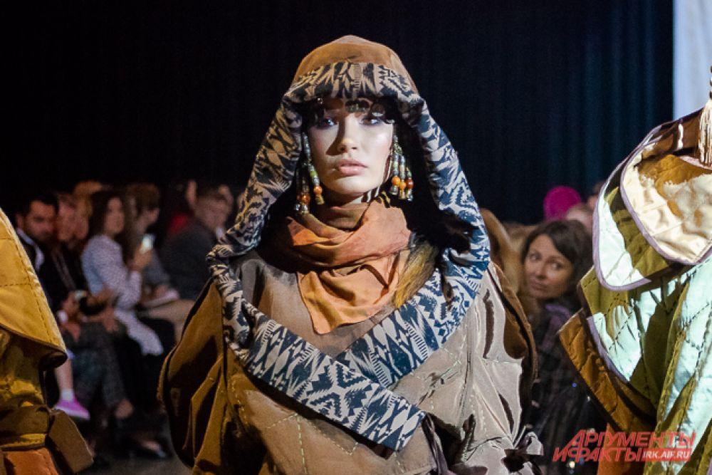 Коллекция «Кочевница – 21» дизайнера Перизат Орозобековой из Бишкека получила гран-при фестиваля. Коллекцию отличает многослойность, фактурность и степные мотивы.