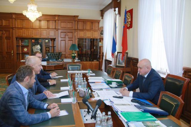 Губернатор вместе с заместителем министра посетят спортивные объекты области.
