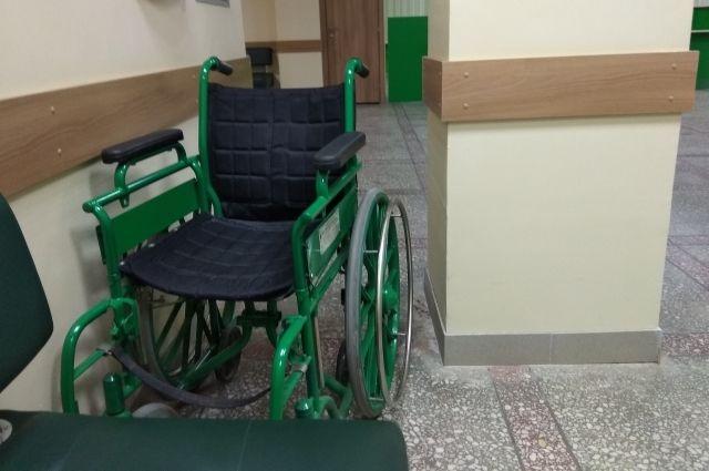 Приставы нашли в квартире прикованного к инвалидному креслу мужчину.