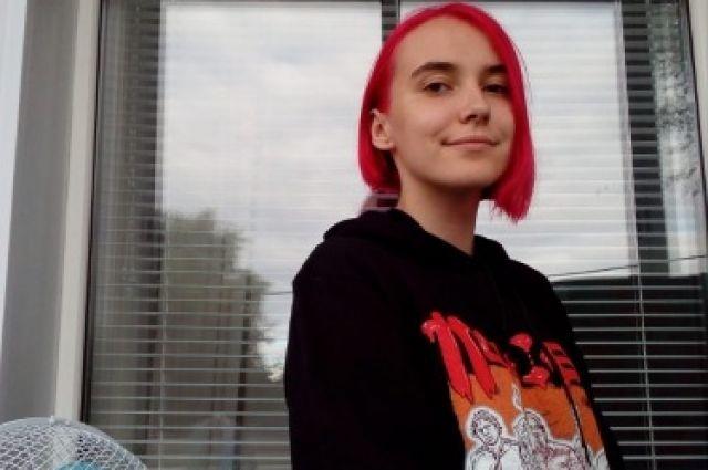 Девушка ушла из дома 1 октября.