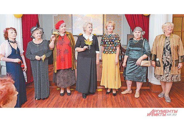Жительницы района Фили-Давыдково специально дляконкурса нарядились водежду осенних тонов.