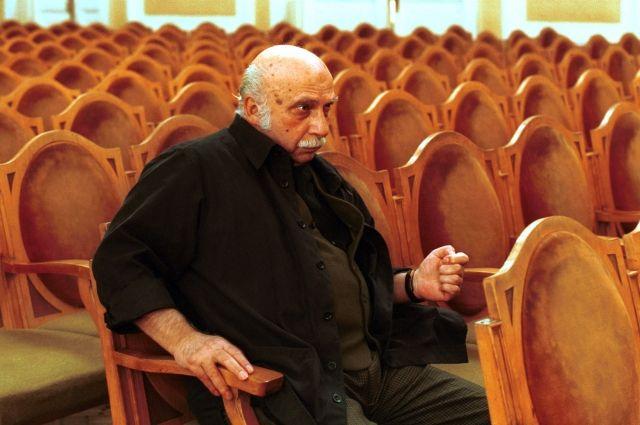 В Тбилиси тысячи человек пришли проводить Гию Канчели в последний путь