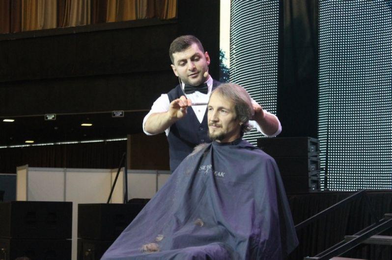 На выставку приехал известный стилист Арсен Бабаян