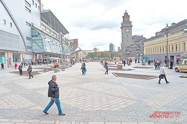 Благоустройство на площади Киевского вокзала завершается.