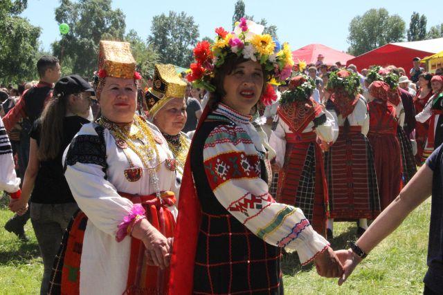 В День осеннего равноденствия на Руси проводили народные гуляния.