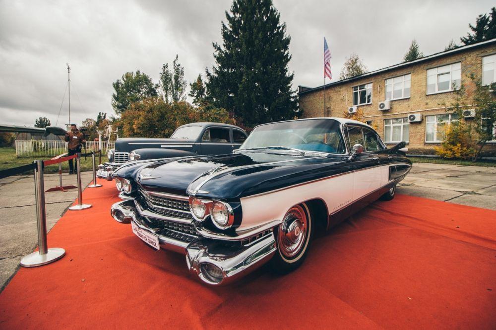 Old Car Fest тем временем прошел в Музее Авиации. В этот раз выставка ретро-автомобилей была посвящена американским и зарубежным автомобилям 1950-1970х годов и тем она ценнее, ведь в Украине подобных экземпляров крайне мало!