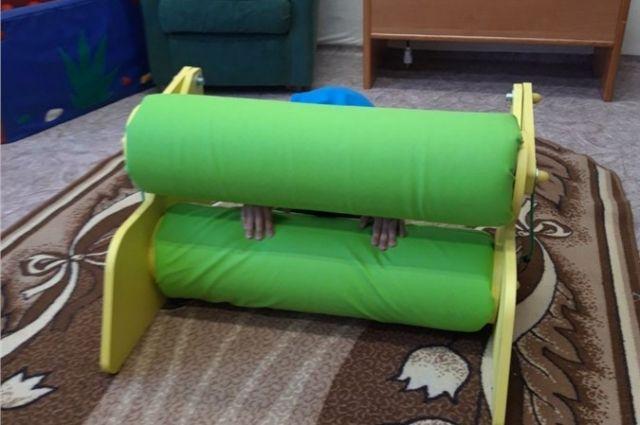 Конструкция с двумя мягкими валиками предназначена для детей-аутистов.