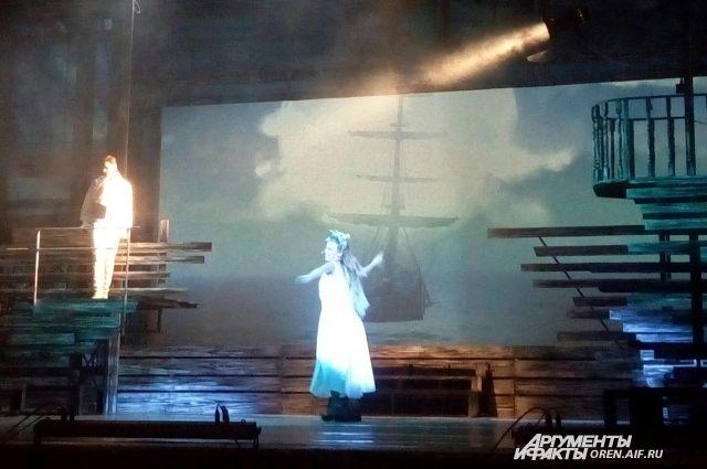 В Оренбурге состоялась премьера мюзикла «Алые паруса».