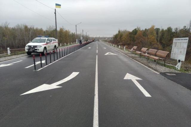 В Станице Луганской между КПВВ смонтируют автобусные остановки: детали