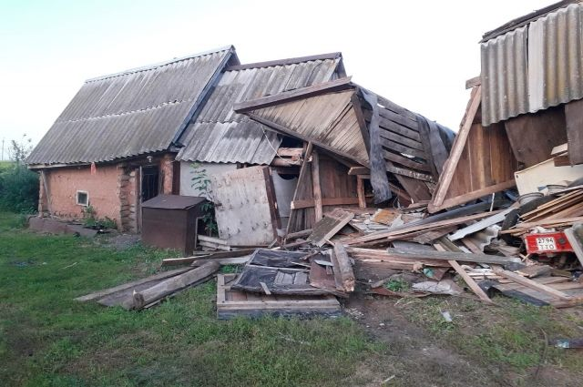 Житель Северного р-на  из-за ссоры КамАЗом протаранил дом своего знакомого.
