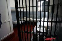 Накануне один из заключённых колонии залез на осветительную мачту и требовал встречи с прокурором.