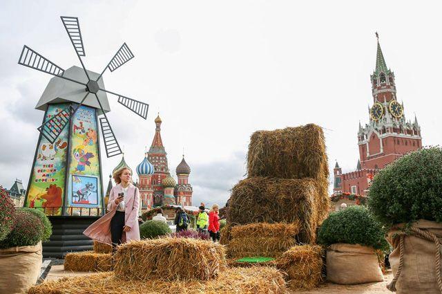Московский фестиваль «Золотая осень» на Манежной площади.