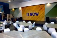 В центре будут работать несколько современных оборудованных компьютерных классов, коворкинг-центр и даже современная видеостудия для записи обучающих роликов.