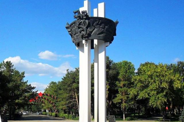 Самолет на входе в парк «Салют, Победа!» заменят на звезду.