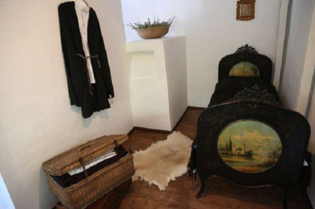 Комната в усадьбе Смирновых, где жил Хетагуров.