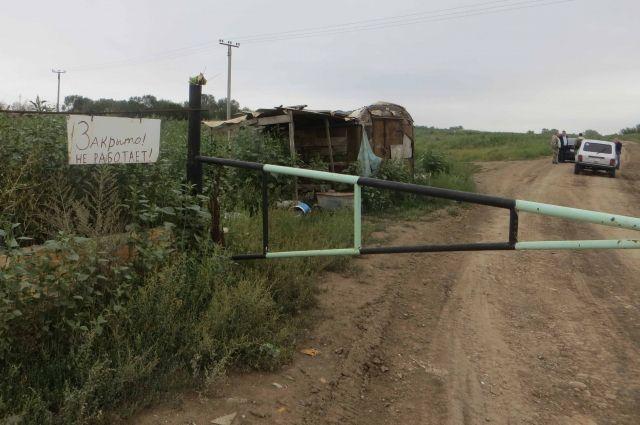 Свалка периодически тлеет, отравляя жизнь жителям пригорода Оренбурга.