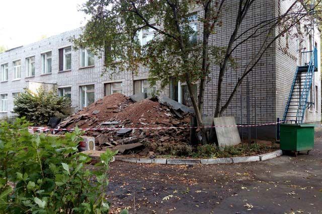 Ремонт идёт и в детских садах. В дошкольном учреждении № 253 – груды мусора.
