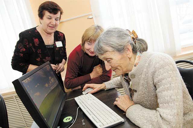 Пенсионеров в Пермском крае знакомят с современными технологиями: учат общаться в соцсетях, отправлять письма по электронной почте, пользоваться порталами Госуслуг и «Управляем вместе».