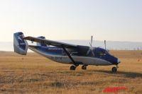 Жители Хужира с радостью встречали первый за много лет самолёт.
