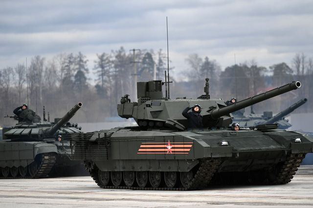 Пока «Армата» не стала массово поступать ввойска, основным танком остаётся Т-72, принятый навооружение в1973г.