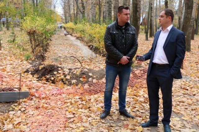 Парк Гагарина станет одной из новогодних площадок, но работы по благоустройству там подрядчик ещё не завершил.