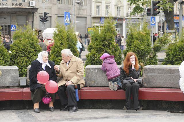 Одним пенсионерам выплаты увеличили, а других даже не поздравили с Днём пожилого человека.