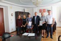 В Орске две многодетные семьи получили сертификаты на жилье.