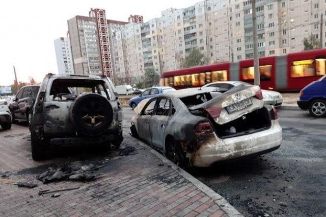 За последние сутки в Киеве сгорели шесть автомобилей: детали