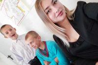 Кристина стала мамой для своих братьев и сестры после смерти родителей.