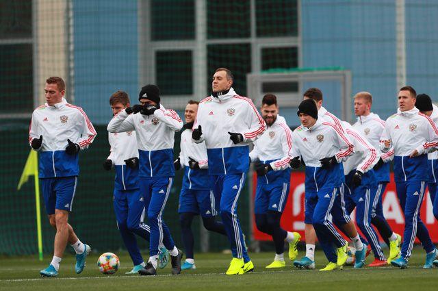 Игроки сборной России во время тренировки.