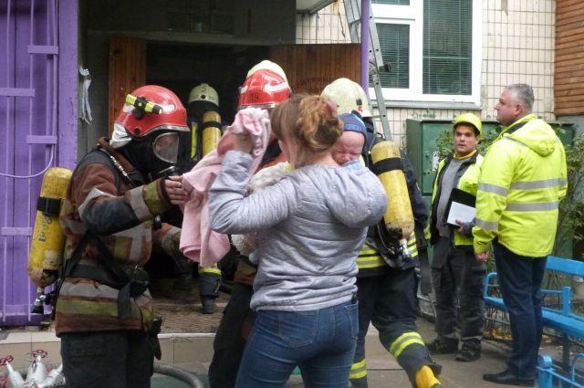В Киеве загорелся многоэтажный дом: спасены четверо детей