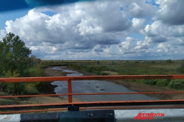 Из-за ремонта на водозаборе в поселке Первомайском стали жаловаться на ухудшение качества питьевой воды.