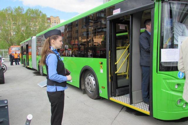 Новоуренгойские сотрудники ГИБДД встретились с водителями автобусов