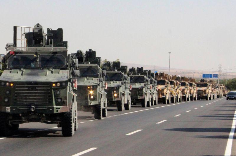 Турецкие военные в городе Килисе возле турецко-сирийской границы.