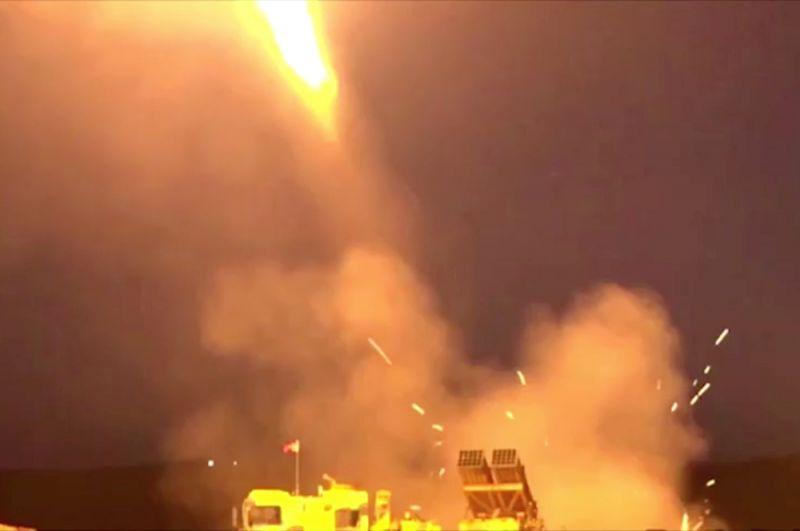 Залп многозарядной пусковой установки. Кадр из видео, опубликованного 9 октября Минобороны Турции.