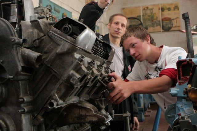 Работодатели активно участвуют в трудоустройстве подростков.