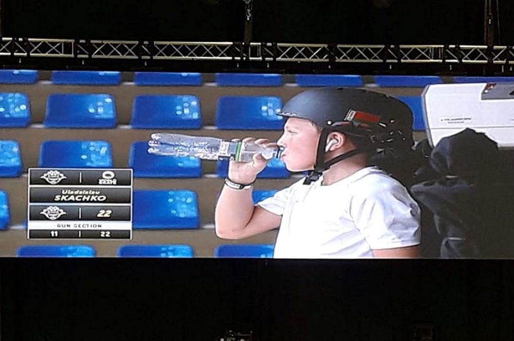 Самый младший участник чемпионата - Владислав Скачко из Белоруссии. Он моложе 18 лет и обязан выступать в шлеме.
