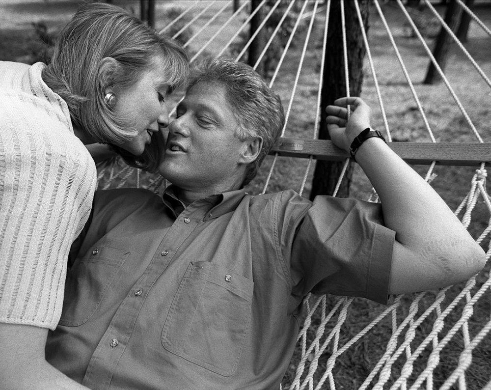 Поцелуй супругов Клинтон. Губернаторский особняк. Литл-Рок (Арканзас). 1992