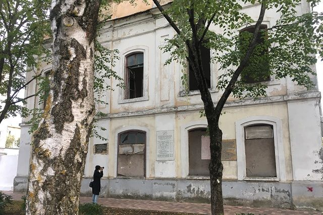 Первая на Кавказе мужская гимназия превращается в руины