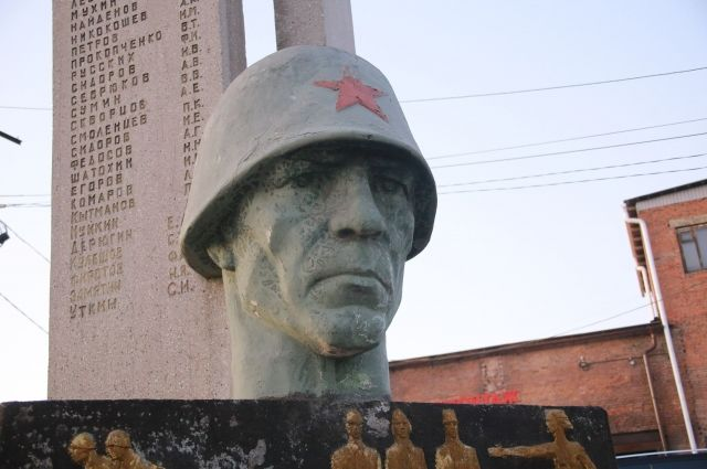 Сейчас монумент расположен на территории закрытой шахты им. Димитрова.