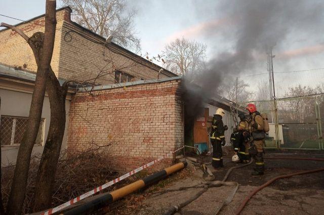 Площадь пожара составила 30 квадратных метров. Погибших и пострадавших нет.