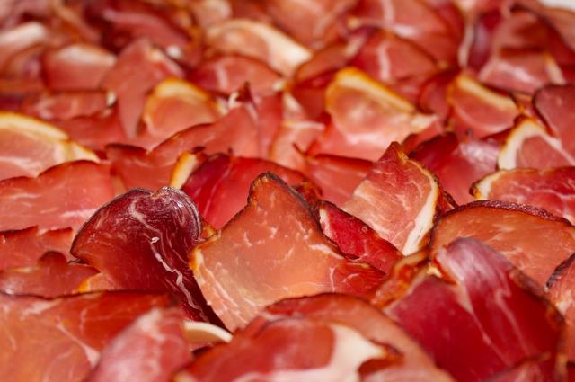 Почти 400 кг мяса не допустили к ввозу в Тюменскую область из Казахстана