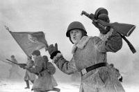 Советские солдаты в атаке под Ленинградом, во время операции по прорыву блокады Ленинграда, январь 1943.